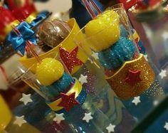 Trio de brigadeiro, maravilha fazer, ver e comer. Wonder Woman Birthday, Wonder Woman Party, Ben Y Holly, Dragon Birthday Parties, Dc Super Hero Girls, Ideas Para Fiestas, Superhero Party, Best Part Of Me, Birthday Decorations