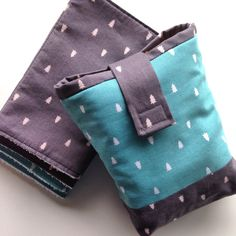 DIY Diaper Pouch and Burp Cloths Project. Baby gift sewing project.