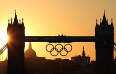 Londra 2012: «le Olimpiadi tornano dal popolo che ha inventato lo sport».  Antonio Caprarica racconta come vivono lo sport gli inglesi, eterni perdenti eppure instancabili appassionati. Pubblichiamo l'introduzione del libro 'Oro, argento e birra'