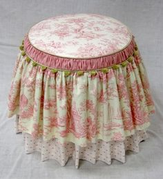 Toile, Polka Dot, and Gingham Dressing Stool - Shabby Chic - Dekoration Cottage Shabby Chic, Cocina Shabby Chic, Muebles Shabby Chic, Shabby Chic Mode, Shabby Chic Crafts, Shabby Chic Kitchen, Shabby Chic Style, Shabby Chic Decor, Shabby Chic Bedrooms On A Budget