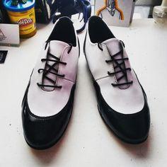 Estilo #Oxford serie 1992   Color Blanco+Negro Charol #womenshoes #leather #lifestyle #style #leathershoes #diseño #moda #modanacional #design #diseñomx #diseñomexicano