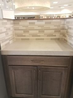 Arizona Tile Metropolis Pearl Quartz is a blend of nature and technology, combining beauty and functionality in a high performance surface. Quartz Slab, Concrete Countertops, Backsplash Ideas, Valencia, Remodeling, Kitchen Design, Tiles, Kitchens, Pearls