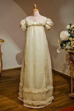 vermutlich Abendkleid aus Seide und Tüll um 1815–1820, Russland?