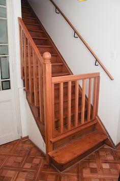 Puerta de Seguridad de madera para escaleras