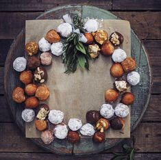 Donut wreath with different toppings - rooi rose South African Recipes, English Food, Donuts, Christmas, Sweets, Dessert, Seasons, Natal, Sweet Pastries