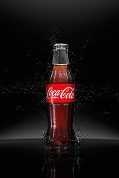 Fresssshhh CocaCola on Behance Fun Drinks, Yummy Drinks, Coca Cola Pictures, Bottle Shoot, Ice Cream Poster, Always Coca Cola, World Of Coca Cola, Pizza And More, Coca Cola Bottles