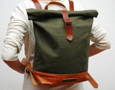 Waxed canvas backpack, khaky color,use handles, base closures leather trimmings Golden antique gold color and the interior in cream cotton