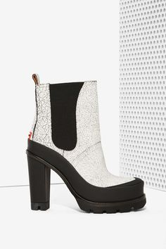 Hunter Crackled Leather Chelsea Boot