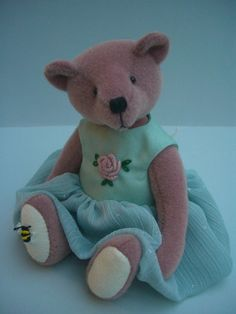 This pretty bear is tall and made from velveteen with wool felt paws. She is firmly filled with polyester fibre and her nose is hand embroidered. Beren, Bear Design, Applique Designs, Teddy Bears, Wool Felt, Kids Toys, Doll Clothes, Plush, Dolls