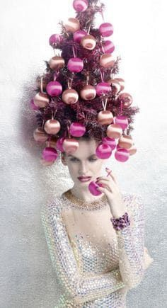 Want some holiday hair inspiration? Take your Christmas spirit to the next level with this extreme Christmas tree hair. Want some holiday hair inspiration? Take your Christmas spirit to the next level with this extreme Christmas tree hair. Christmas Salon, Christmas Tree Hair, Christmas Store, Pink Christmas, Christmas Events, Christmas Colors, Salon Window Display, Christmas Window Display, Christmas Decorations