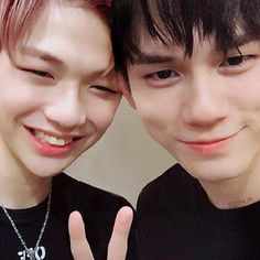 Wanna-One - Seongwoo and Daniel - OngNiel is science Ong Seongwoo, K Pop, Ulzzang, Fanfiction, Daniel K, All Meme, Produce 101 Season 2, Thing 1, Kim Jaehwan