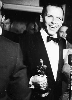 Frank Sinatra beams while speaking to reporters backstage after his Oscar win, He was awarded the Academy Award for Best Supporting Actor for his performance in From Here to Eternity, which also. Golden Age Of Hollywood, Vintage Hollywood, Hollywood Stars, Classic Hollywood, Mia Farrow, Ava Gardner, Franck Sinatra, Oscar Wins, Best Supporting Actor