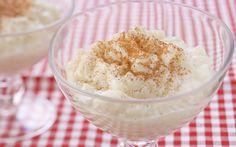 Arroz - Doce  INGREDIENTES  1 xícara (chá) de arroz  Casca de ½  limão siciliano  4  xícaras (chá) de leite  ½ xícara (chá) de açúcar  Canela em pó para polvilhar