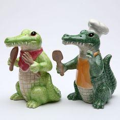 Alligator Chef Animal Salt & Pepper Shakers | Novelty Kitchen Decor | RetroPlanet.com
