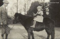 childhood photos of the Queen