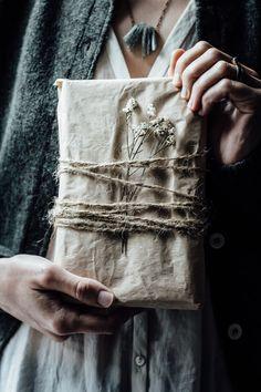 Noel Christmas, Christmas Wrapping, Christmas Gifts, Christmas Decorations, Bohemian Christmas, Hygge Christmas, Creative Gift Wrapping, Present Wrapping, Creative Gifts