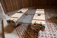 Création de meubles et d'objets originaux et insolites exposés dans un ancien temple à Bar-le-Duc.