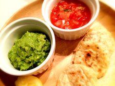タコスの皮も手作りしました( ´ ▽ ` ) ダイエットの為に簡単ご飯(^O^) - 43件のもぐもぐ - Tacos Salsa,Guacamole★タコス ワカモレとサルサディップ♫ by kaochin04