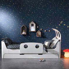Une chambre de rêve, au design épuré, alliant esthétisme et fonctionnalité, parfait pour les petits astronautes… #deco #ampm
