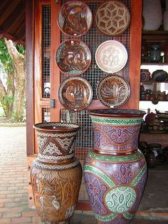 Icoaraci - Artesanato!!!-Hand Crafted Vases and Plates for sale on the streets of Brazil.