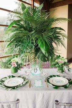 A Luxe Tropical Wedding Shoot Tropical Wedding Decor, Tropical Home Decor, Tropical Party, Tropical Houses, Style Tropical, Tropical Interior, Tropical Colors, Wedding Shoot, Wedding Table