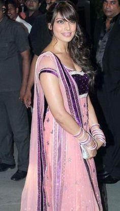 Bipasha Basu at the Wedding reception of Navin and Mahek Shetty - bollywoodshaadis.com