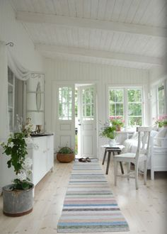 ~Magical Home Inspirations~ — What a lovely sun room. Home, Florida Cottage, Swedish Cottage, Home Remodeling, Cottage Decor, New Homes, Home Deco, Sunroom Designs, Home And Living