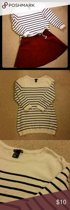 """White and black striped sweater from h&m. The sweater is in good condition. I'm 5'2"""" and it just cover my butt. H&M Sweaters Crew & Scoop Necks"""