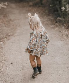 Piper blouse featuring an all over 'bloom' print. Little Girl Outfits, Little Girl Fashion, Toddler Fashion, Toddler Outfits, Kids Fashion, Fashion Images, Boho Fashion, Vintage Fashion, Outfits Niños