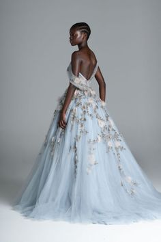 Paolo Sebastian fuses established style staples with a contemporary edge, creating unique handmade garments that infatuate those with a truly romantic heart. Beautiful Gowns, Beautiful Outfits, Prom Dresses, Formal Dresses, Wedding Dresses, Fantasy Gowns, Collection Couture, Mode Vintage, Marchesa
