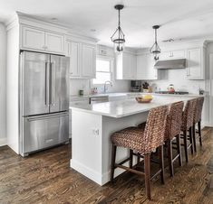 Find Cool L-Shaped Kitchen Design for Your Home Now! Find more ideas: Narrow L-shaped Kitchen Large L-shaped Kitchen Ideas L-shaped Kitchen With Pantry L-shaped Kitchen Floor Plans L-shaped Galley Kitchen Design Galley Kitchen Design, Kitchen Redo, Home Decor Kitchen, New Kitchen, Home Kitchens, Kitchen Cabinets, Awesome Kitchen, Kitchen Themes, Kitchen Furniture