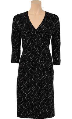 Vrouwelijk jurkje in een geprinte elastische stof. Mooie pasvorm dankzij het overslagdecolleté en plooitjes in vanuit de taille. Afgewerkt met een randje. - Kinglouie By Exota