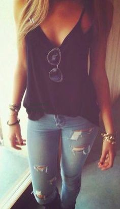 I want a ripped jeans so bad!