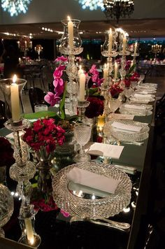 Photos that inspire us…mirrored table surfaces add dimension to the dining experience. Decoration Table, Reception Decorations, Event Decor, Wedding Centerpieces, Christmas Decorations, Flowers Decoration, Reception Table, Wedding Reception, Elegant Table Settings