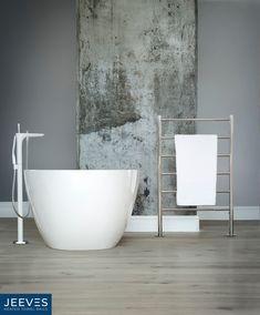 Jeeves Tangent X Freestanding heated towel rail in mirror-polished stainless steel. #jeevesheatedtowelrails #heatedtowelrails #bathroomdesign #towelwarmers #interiordesign #interior #bathroom #homedecor