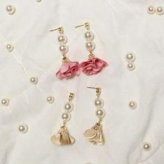 """11 次赞、 2 条评论 - 소미네 """"솜샤르망"""" (@somcharmant) 在 Instagram 发布:""""#핸드메이드 #귀걸이 #handmade #earring #somcharmant #솜샤르망  #gold #금색 #핑크 #분홍 #pink #베이지 #beige #진주 #pearl…"""""""