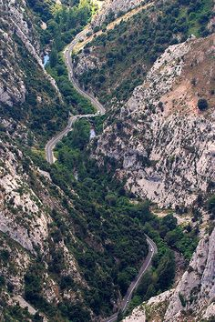 Mirador de Santa Catalina (desfiladero de La Hermida, Cantabria) Dangerous Roads, Cities, Basque Country, Aerial View, Places To Visit, Around The Worlds, Tours, River, Explore