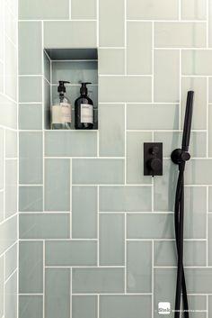 For the Home Vintage badkamer ontwerp dec. New Bathroom Designs, Modern Bathroom Decor, Bathroom Interior Design, Bathroom Ideas, Bathroom Vintage, Bathroom Showers, Bathroom Mirrors, Contemporary Bathrooms, Bathroom Cabinets