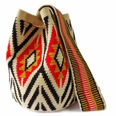 Most of the most popular bags do not meet a certain aesthetics this season. Tapestry Bag, Tapestry Crochet, Pinafore Pattern, Fabric Handbags, Diy Handbag, Peep Toe, Womens Tote Bags, Fashion Bags, Purses And Bags