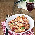 Sauce tomate express bacon champignon pour plat de pâtes original Sauce Tomate, C'est Bon, Bacon, Food And Drink, Meat, Chicken, Cooking Recipes, Mushroom