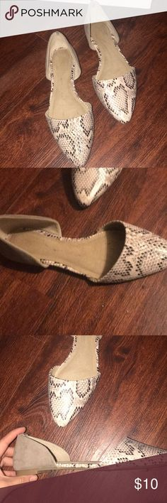 Old navy flats Hardly worn flats Old Navy Shoes Flats & Loafers