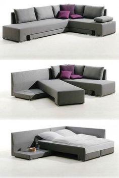 소파를 돌려서 침대로 쓴다는 점이 물체하나로 다양하게 쓰여 공간도 잘 활용하는 것으로 보인다.