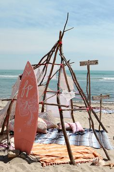 Such a fun idea - set up a beach camp! Image found on sfgirlbybay.com. #beachentertaining outdoordining