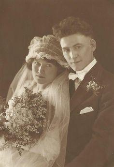 1920.6.25: Karl M. and Viola (Runge) Wiedmann wedding day. #Wiedmann #genealogy #wedding
