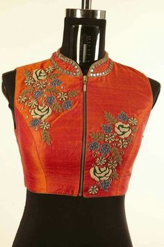 27 Latest Saree Blouse Designs collection for 2019 Choli Designs, Bridal Blouse Designs, Saree Blouse Designs, Blouse Styles, Blouse Patterns, Dress Styles, Embroidery Patterns, Latest Saree Blouse, Latest Sarees