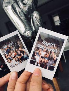 Polaroids are actually life. Instax Mini Ideas, Instax Mini 9, Instax Mini Camera, Fuji Instax, Photo Polaroid, Polaroid Wall, Polaroid Pictures, Polaroids, Polaroid Display