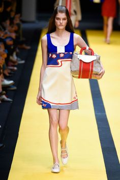 """<p tabindex=""""-1"""" class=""""tmt-composer-block-format-target tmt-composer-current-target"""">Carven spring 2015 collection show. Photo: Imaxtree</p>"""