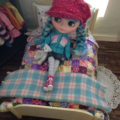 Useful in so many ways, the Blythe-size Picnic Blanket is perfect for bonfire night at the beach, teddy bear picnics, and lazy Sundays in bed! Wendy Weekender Blythe doll