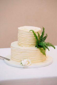 simple wedding cake with fern Fairy Wedding Dress, Luxury Wedding Dress, Designer Wedding Gowns, Bohemian Wedding Dresses, Fern Wedding, Lace Wedding, Wedding Crafts, Wedding Decor, Wedding Venues