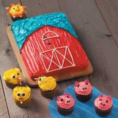 Barnyard Cupcakes - Would be cute for a birthday party farm theme!